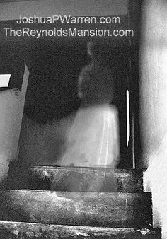 Photo was taken in 1971 at the Reynolds Mansion in Ashville, North Carolina. Believed to be the ghost of Anna Lee Reynold. Anna Lee was born in Ghost Images, Ghost Pictures, Haunted Places, Spooky Places, Haunted Houses, Paranormal Pictures, Ghost Caught On Camera, Spirit Ghost, Ghost Hauntings