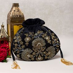 Bead Embroidery Patterns, Embroidery Bags, Beaded Embroidery, Beaded Purses, Beaded Bags, Drawstring Bag Diy, Creative Bag, Potli Bags, Floral Clutches