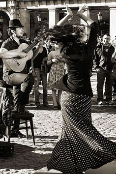 Museum f flamenco in c house near cathedral Giralda, Sevilla Just Dance, Dance Like No One Is Watching, Shall We Dance, Dance Photography, White Photography, Dance Art, Ballet Dance, Tango Dance, Latin Dance