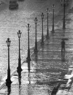 Paris sous la pluie! Paris under the rain!