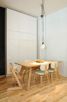 Sleek dining table , chairs and baby chair - via Design Sponge Dining Room Inspiration, Interior Inspiration, Interior Ideas, Dining Table Chairs, Dining Rooms, Cabinet Furniture, Elegant Homes, Apartment Interior, Kitchen Decor