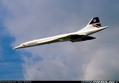 British Airways Aérospatiale-BAC Concorde 102 G-BOAD performing a low pass during the Farnborough International Airshow, September 1986. (Photo: Tim Rees)