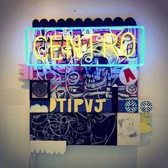 Centro - (2012) Assemblage - Acrílica sobre tela, sobreposições de madeira, luz neon. www.loroverz.com #loroverz #centro #art #assemblage #neon