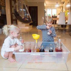 Niby listopad ale szukamy sposobów aby był kolorowy :D Na blogu znajdziecie wpis o tym co tu się wczoraj u nas wyprawiało (link w bio oczywiście).  Dziś jest dobry dzień i super humor w przyszłym tygodniu ruszamy się w świat. Jesteśmy szczęśliwi!  . . . . . #dziecko #dzieci #instadziecko #mykids #toddler #instamatki #jestembojestes #momoftwo #momof2 #mojewszystko #rodzina #rodzeństwo #siblinglove #wieczór #mimikids7 #dobranoc #tv_living #momlife #igkiddies #children #childofig…