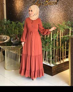 Stylish Hijab, Modest Fashion Hijab, Abaya Fashion, Fashion Dresses, Classy Gowns, Classy Dress, Abaya Mode, African Dresses For Kids, Hijab Stile