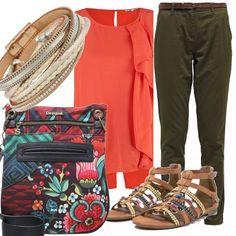 E' ancora estate, ce lo ricorda questo outfit con i sandali impreziositi da conchiglie, il tintinnio dei braccialetti, il colore allegro del top con movimento sul davanti, da abbinare ai pantaloni color kaki. Tutta fiori fantasia la borsa.