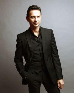 Dave Gahan cantante de Depeche mode... party like a rockstar fly like a superstar
