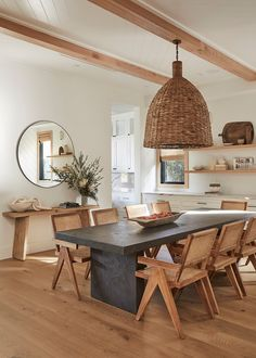 Home Design, Interior Design Studio, Home Interior, Dining Room Design, Dining Area, Kitchen Dining, Dining Table, Cozy Home Decorating, Dining Room Inspiration