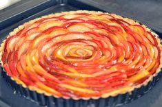 Apfel-Nuss-Kuchen mit Quittengelee-Glasur
