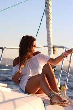 yacht-und-bootfahren/ - The world's most private search engine Yacht Vacations, Sailing Cruises, Yacht Cruises, Sailboat Interior, Yacht Interior, Cruise Italy, Family Boats, Boat Girl, Sailing Holidays