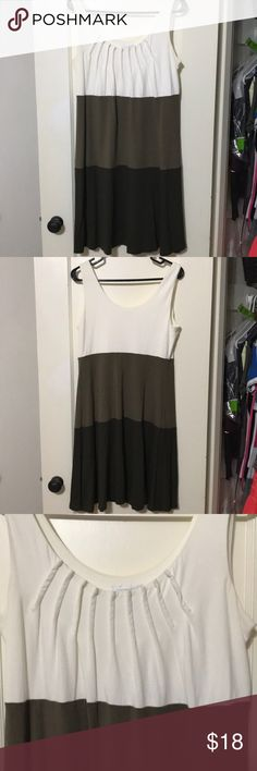 London Times Color Blocked Dress Brown and White blocks. Ruched neckline. 2 London Times Dresses