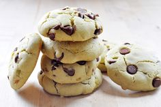 Vegan Avocado Chocolate Chip Cookies- gluten-free, sugar-free, healthy! Fluffy, cloud-like dessert recipe.