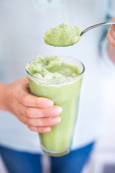 Cool and refreshing, Frozen Matcha Green Tea Slushies are just what the doctor ordered on these hot summer days! Made with Almond Milk, these vegan, b Green Tea Drinks, Summer Drinks, Green Teas, Slushies, Green Tea Before Bed, Best Green Tea, Tea Latte, Small Meals, Recipes