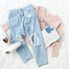 Give your outfit an extra kick of style with ripped ankle jeans. #sweater #rippedjeans #outfits #chiclook