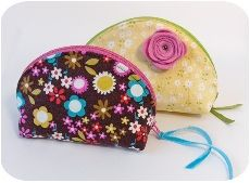 Free pattern....dumpling zippered pouch with curved top
