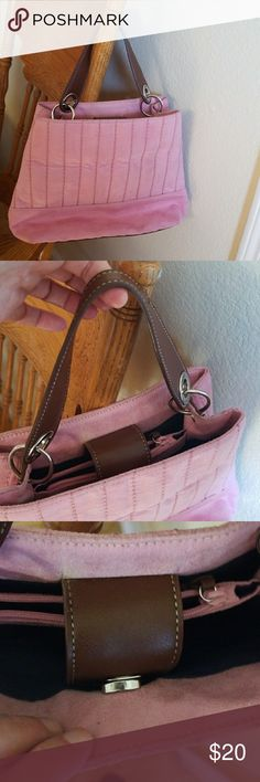 Tommy Hilfiger Purse NWOT This is a pink suede feeling purse NWOT ,small but cute Tommy Hilfiger purse looking for a forever home😉💕 Tommy Hilfiger Bags