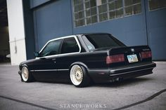 A clean example of a bagged Thanks to Airlift struts, this bagged sits over a wide set of BBS RSs and lays on the ground. Bmw E30 325, Bmw 325, E21, 325i E30, Bmw E30 Coupe, Because Race Car, Porsche Boxster, Drifting Cars, Bmw Cars