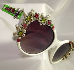 Retro daisy sunnies by Terri Kay!! Order yours today terrikayonline.com
