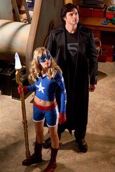Stargirl & The Blur (Not Superman Yet) Smallville // great episode Supergirl Superman, Superman Movies, Superman Comic, Clark Kent, Comic Book Characters, Comic Character, Comic Books, Tom Welling Smallville, Gajeel Y Levy