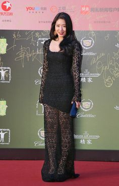 South Korean actress Park Shin Hye poses on the red carpet for the opening ceremony of the 17th Shanghai International Film Festival in Shanghai, China, June 14, 2014