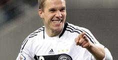 Torfest zum Deutschland-Auftakt - WM-Vorrunde - Weiter so: Mit 4:0 hat die deutsche Fußball-Nationalmannschaft ihr Auftaktspiel bei der Weltmeisterschaft in Südafrika gegen Australien gewonnen.