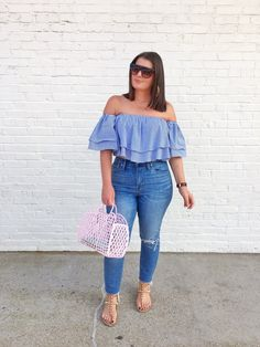Summer Fashion: Jeans and OTS Top - woman plus size fashion Plus Size Summer Outfit, Cute Summer Outfits, Plus Size Fashion For Women Summer, Outfit Summer, Curvy Girl Outfits, Curvy Girl Fashion, Woman Outfits, Petite Fashion, Plus Size Dresses