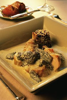 Bresse hen with yellow wine and morels - Tambouillle - Meat Recipes Meat Cooking Times, Best Cooking Oil, Cooking Bread, Cooking Corn, Cooking Fish, How To Cook Corn, How To Cook Steak, Cooking With Ground Beef, Xmas Food