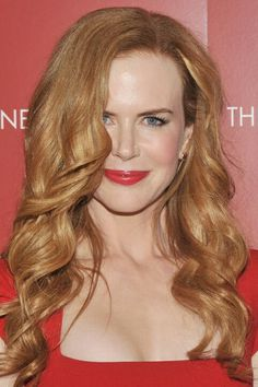 Long barrel curls on strawberry blond Nicole Kidman.