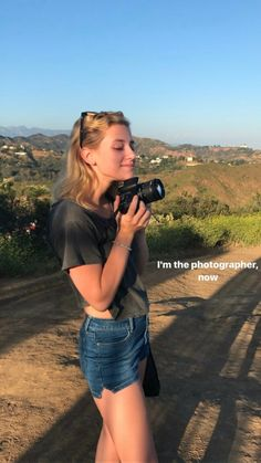Lili is literally so beautiful 😍😍 Bughead Riverdale, Riverdale Funny, Riverdale Memes, Betty Cooper, Films Netflix, Lili Reinhart And Cole Sprouse, Riverdale Cole Sprouse, Betty And Jughead, Archie Comics