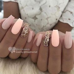 Pink and Glitter Coffin Nails The next idea we have to show you is beautiful. The nails are long coffin nails in light pink and nude with two accent nails. The accent nails are covered in… Peach Nails, Nude Nails, White Nails, Gel Nails, Nail Pink, Matte Pink, Cute Pink Nails, Stiletto Nails, Prom Nails