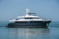 ARCHIPELAGO (Darwin is an explorer yacht by Cantiere delle Marche. Designed by Hydrotec and Guida Design. Big Yachts, Luxury Yachts, Explorer Yacht, Yacht Builders, Maui Travel, Guest Cabin, Lower Deck, Yacht Design, Tall Ships