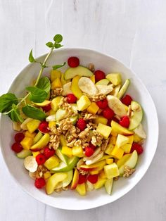 Obstsalat der Wunder: Jüngere Haut, perfekte Konzentration und ein starkes Immunsystem - mit diesem leckeren Frühstück geht das ganz