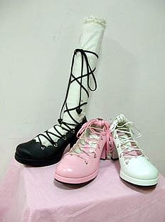 Angelic Pretty.Heart Scalloped Lace Up Shoes. Cute and elegant~ Reminds me of ballet shoes~