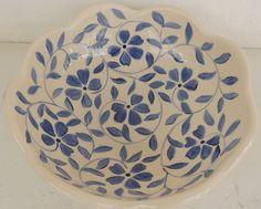 Bowl Borda Ondulada - Cerâmica Glass Ceramic, Ceramic Decor, Ceramic Plates, Ceramic Art, Blue Pottery, Pottery Bowls, Ceramic Pottery, Pottery Painting Designs, Pottery Designs