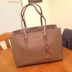 Michael Kors Handbags Outlet just need $76.88 on this website http://michaekkordf.blogspot.com/