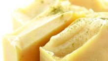 Cold Process Lemongrass & Coconut Milk Soap Recipe // Vegan soapmakers aren't as limited as they think! Lots of plant milks made luxurious cold process soap as seen in this lemongrass + coconut milk soap recipe! Diy Savon, Savon Soap, Lye Soap, Castile Soap, Glycerin Soap, Soap Molds, Soap Making Recipes, Homemade Soap Recipes, Cold Press Soap Recipes