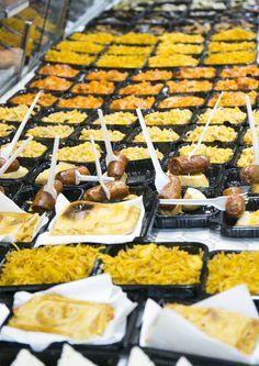 Costava decidir-se  a la #nitdetapes del #mercat de Proveçals. Hi havia tantes temptacions!