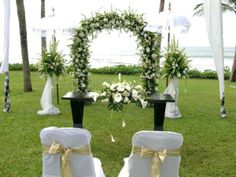 Schöne Dekoideen für extravagante Hochzeitsdekoration - extravagante Hochzeitsdekoration sachlich weiß grünen wedding table decoration