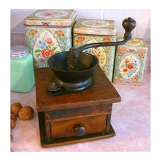 Although some of these vintage kitchen items are now obsolete (or completely crazy), looking back on these antiques makes us feel nostalgic for microwaves without Bluetooth. Hand Crank Coffee Grinder, Antique Coffee Grinder, Coffee Grinders, Frozen Coffee, Fresh Coffee, I Love Coffee, Coffee Art, Coffee Cups, Latte
