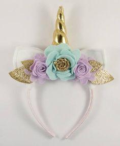 Unicornio de oro y lila flores corona cuerno de unicornio y