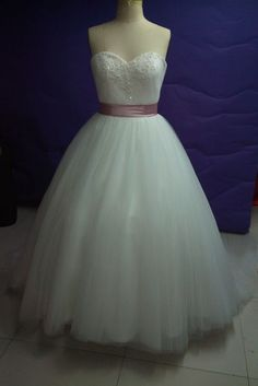 Elegant Sweetheart Ball Wedding Dress