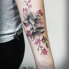 【vitofalco_tattoo】さんのInstagramをピンしています。 《#tattoo #cherryblossoms #ink #vitofalco #tattoogirl #flowertattoo #cherryblossomstattoo #tattooarm #color》