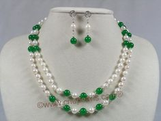 Image from http://image.made-in-china.com/2f0j00LCmTAJIFrEgP/Pearl-Necklace-Jewelry-with-Jade-Necklace-Earrings-Set.jpg.