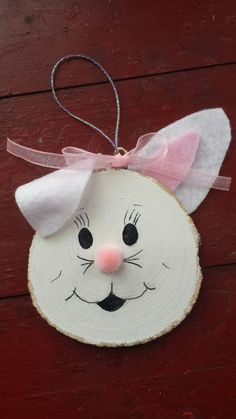 Easter traditions Easter Bunny Wood Slice by MyRusticHeart on Etsy - Today Pin Easter Projects, Easter Crafts, Craft Projects, Crafts For Kids, Bunny Crafts, Wood Slice Crafts, Wood Crafts, Easter Peeps, Easter Bunny