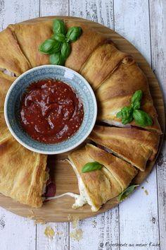 Experimente aus meiner Küche: Croissant-Ring mit Pizzafüllung