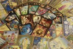 The Best Tarot Card Decks for Beginners. Types of Tarot Decks and Best Sellers. Encyclopedia article about the Tarot Decks. Crowley Tarot, Guidance Spirituelle, Free Tarot Cards, Tarot Gratis, Online Tarot, Love Tarot, Oracle Tarot, Angel Cards, Tarot Spreads