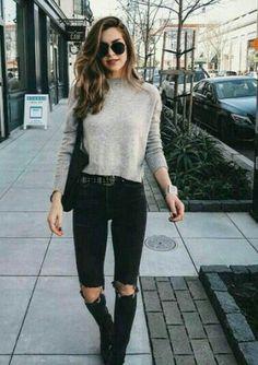 Look saia jeans, body preto ombro a ombro e bota cano curto