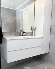 Bathroom Tub: The Complete Guide to Choosing Your Bathroom - Home Fashion Trend Washroom Design, Modern Bathroom Design, Bathroom Interior Design, Bad Inspiration, Bathroom Inspiration, Washbasin Design, Small Toilet, Yellow Bathrooms, Shower Remodel