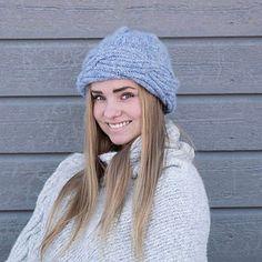 Ravelry: Frosty Waves Lue pattern by Hilde Sørum Wave Design, Stockinette, Needles Sizes, Snug, Ravelry, Winter Hats, Crochet Hats, Waves, Wool
