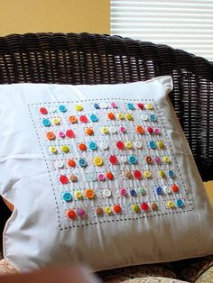 Pillow with buttons (Diy Pillows With Buttons) Fabric Crafts, Sewing Crafts, Sewing Projects, Diy Projects, Diy Crafts, Fall Crafts, Christmas Crafts, Nature Crafts, Summer Crafts